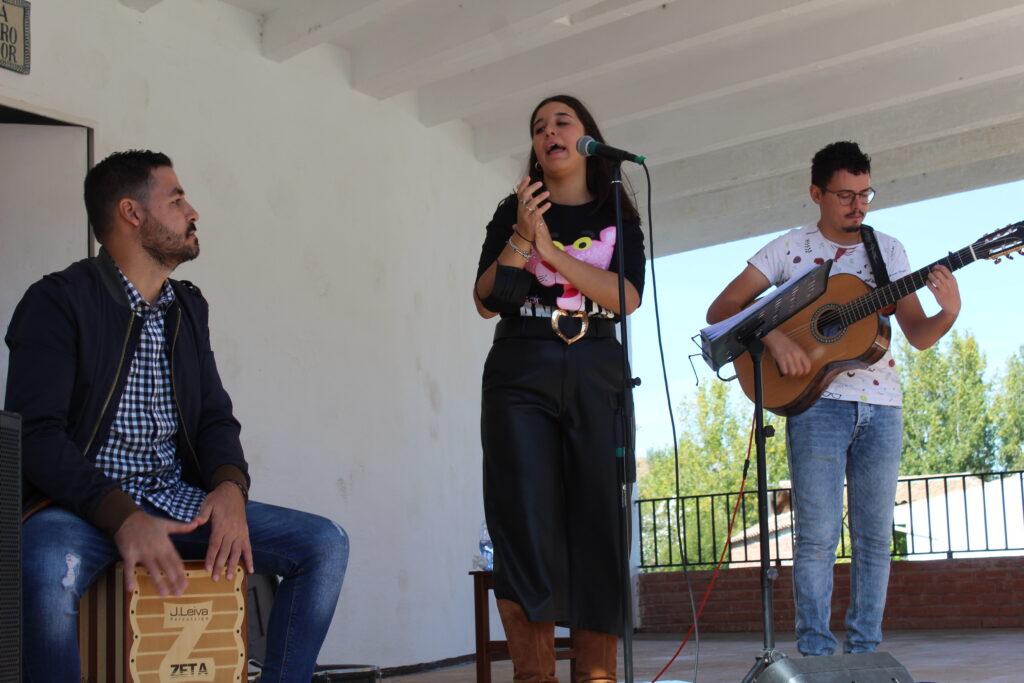 Carmen Carmona y su grupo flamenco en Los Ríos 1