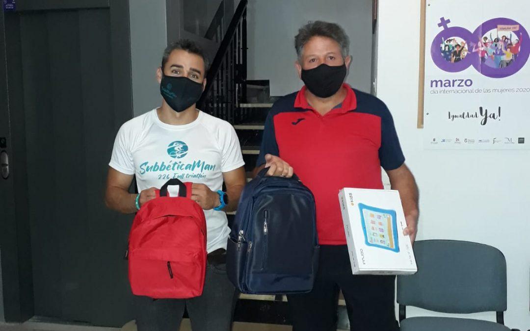 """Jorge Moreno entrega el material recaudado con el reto """"Subbéticaman"""""""